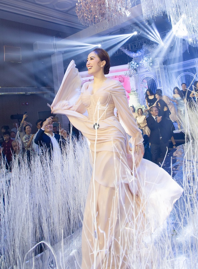 Top 3 đám cưới hào nhoáng nhất showbiz Việt năm 2019 - 13