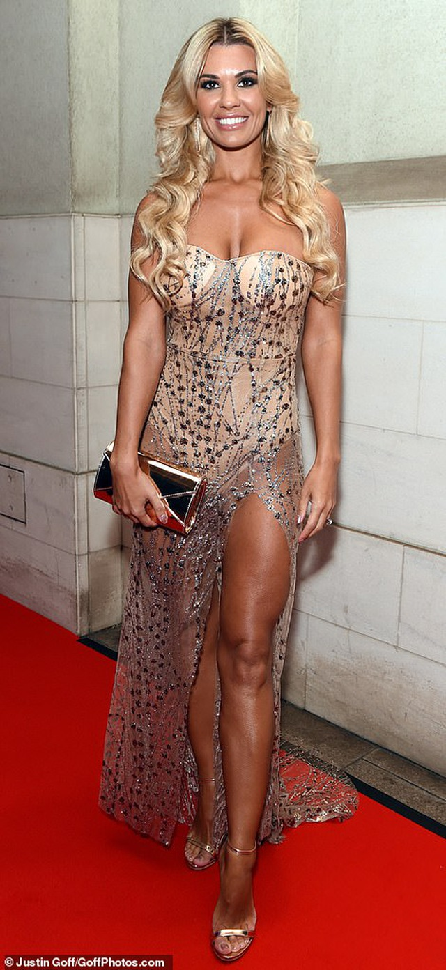 Người đẹp Anh diện váy xuyên thấu táo bạo - 2