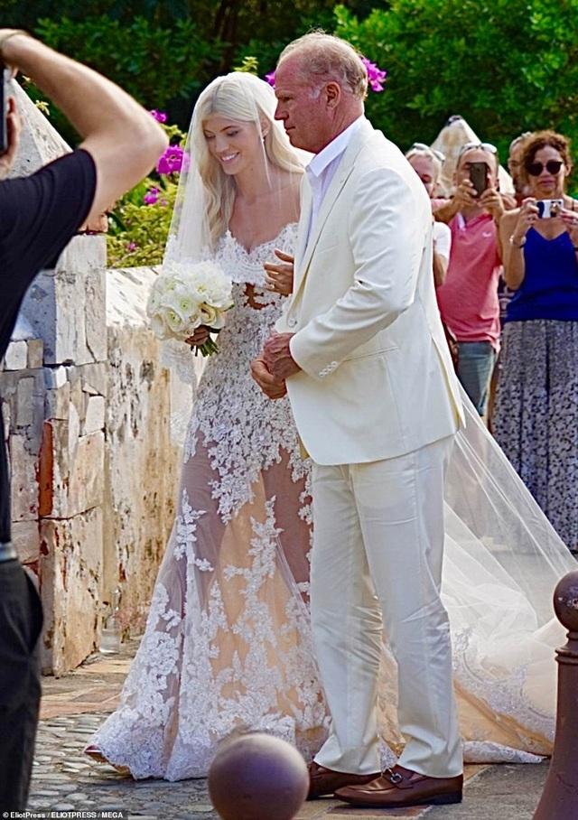 Siêu mẫu nội y Devon Windsor đã kết hôn - 2