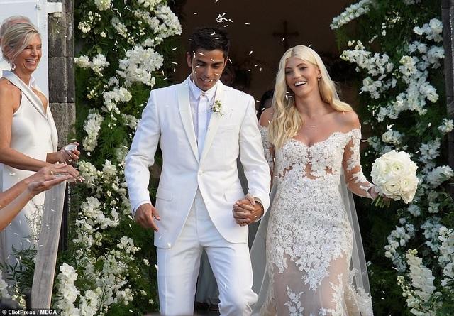 Siêu mẫu nội y Devon Windsor đã kết hôn - 3