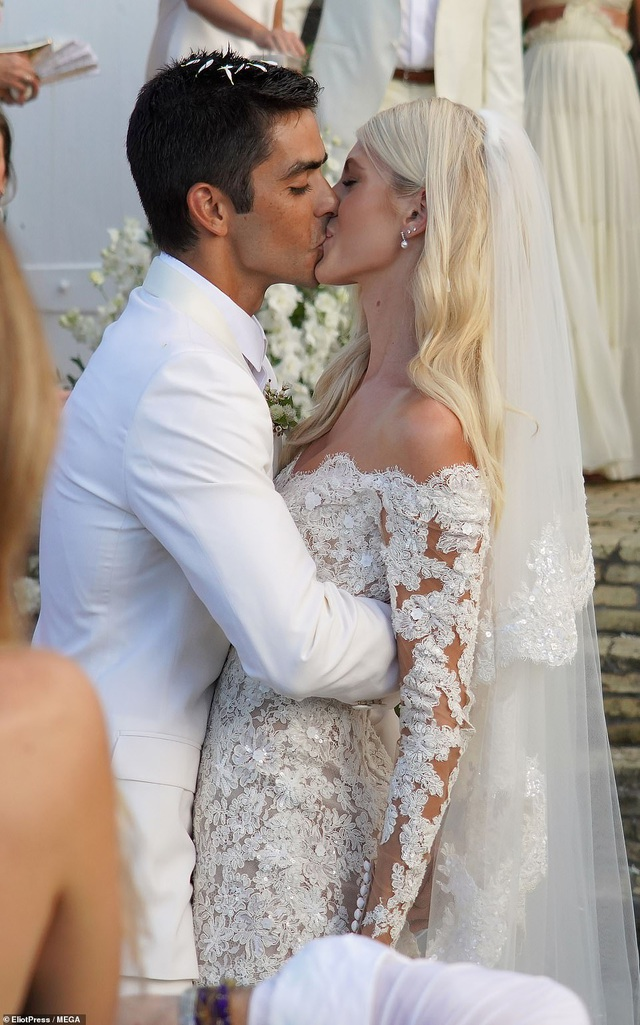 Devon Windsor tình tứ bên chồng mới cưới - 7