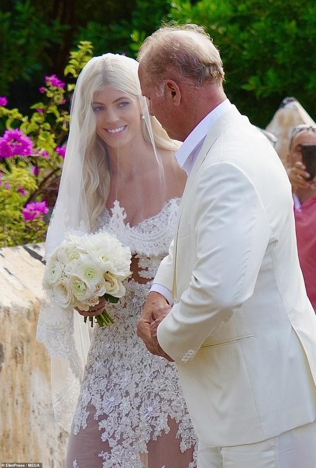 Siêu mẫu nội y Devon Windsor đã kết hôn - 7