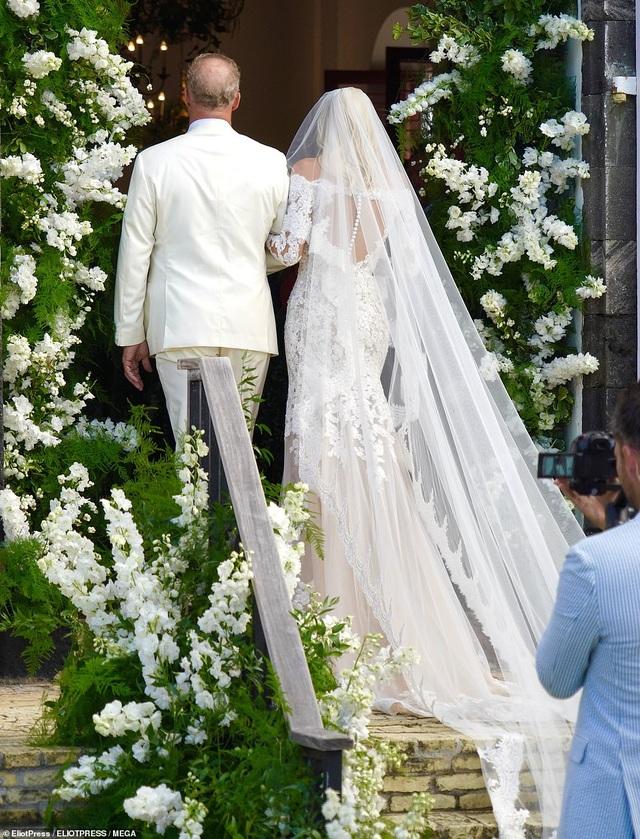 Siêu mẫu nội y Devon Windsor đã kết hôn - 8