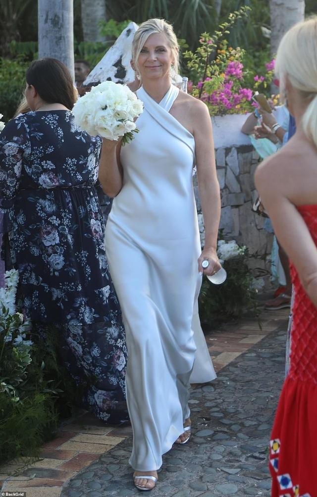 Siêu mẫu nội y Devon Windsor đã kết hôn - 10