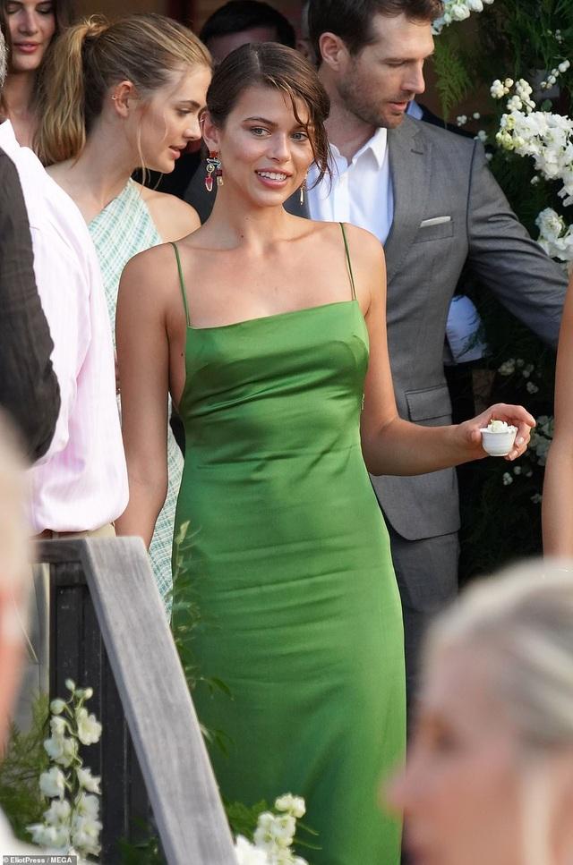 Siêu mẫu nội y Devon Windsor đã kết hôn - 13