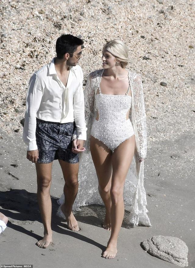Siêu mẫu nội y Devon Windsor đã kết hôn - 15
