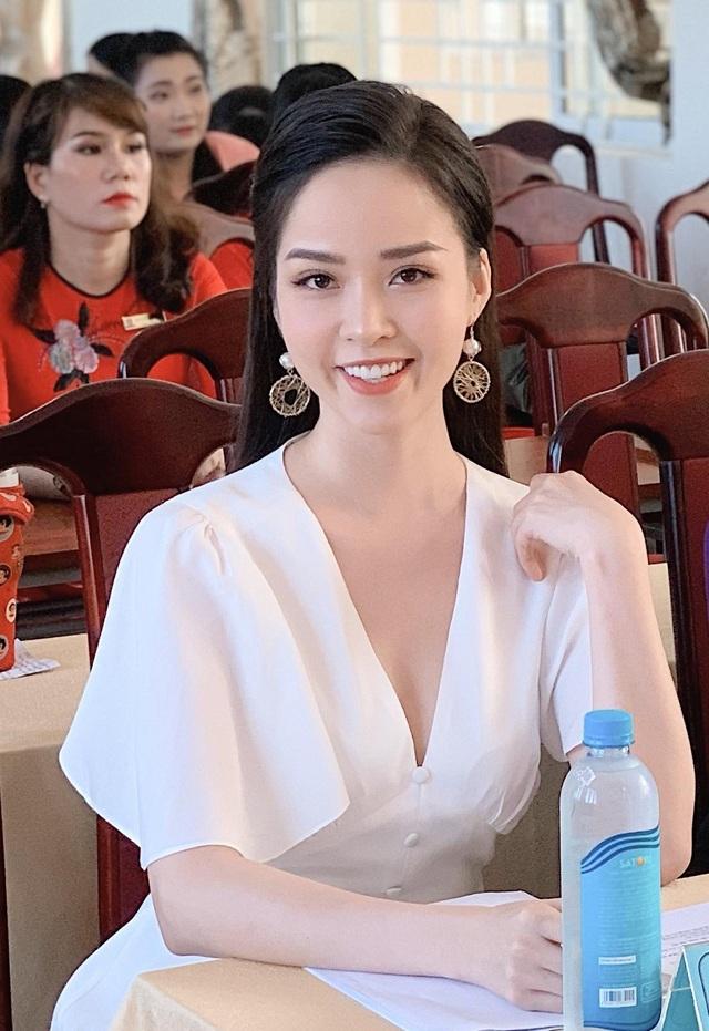 """Hoa khôi Thanh Tú xinh xắn làm giám khảo """"nét đẹp nhà giáo"""" - 11"""
