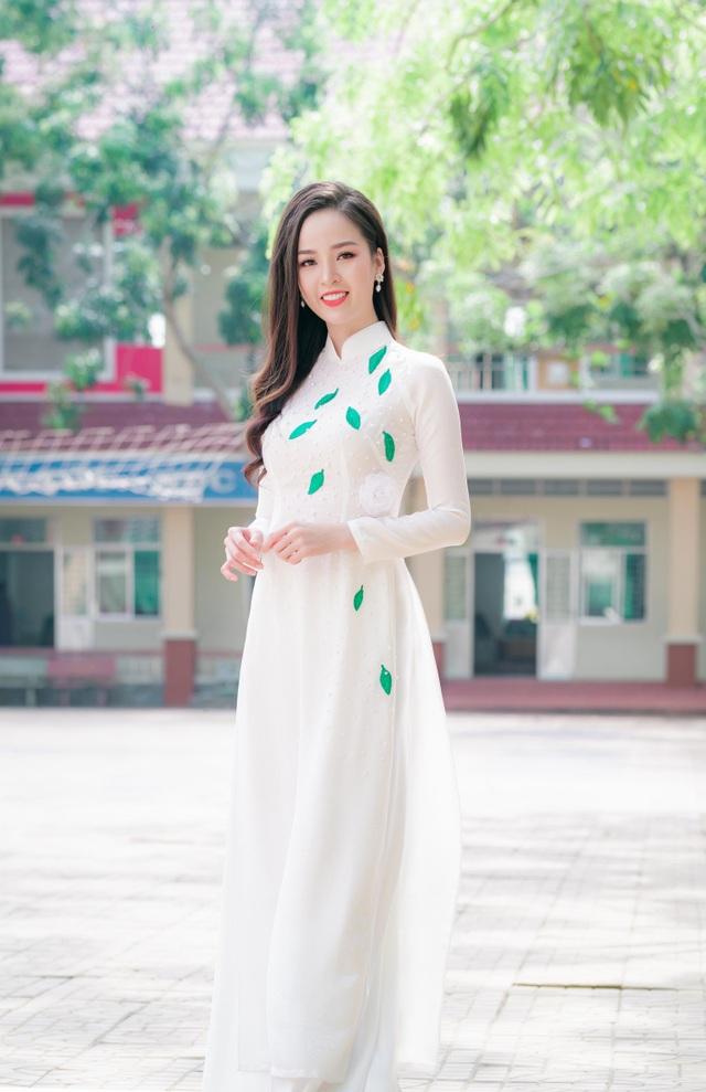 """Hoa khôi Thanh Tú xinh xắn làm giám khảo """"nét đẹp nhà giáo"""" - 6"""