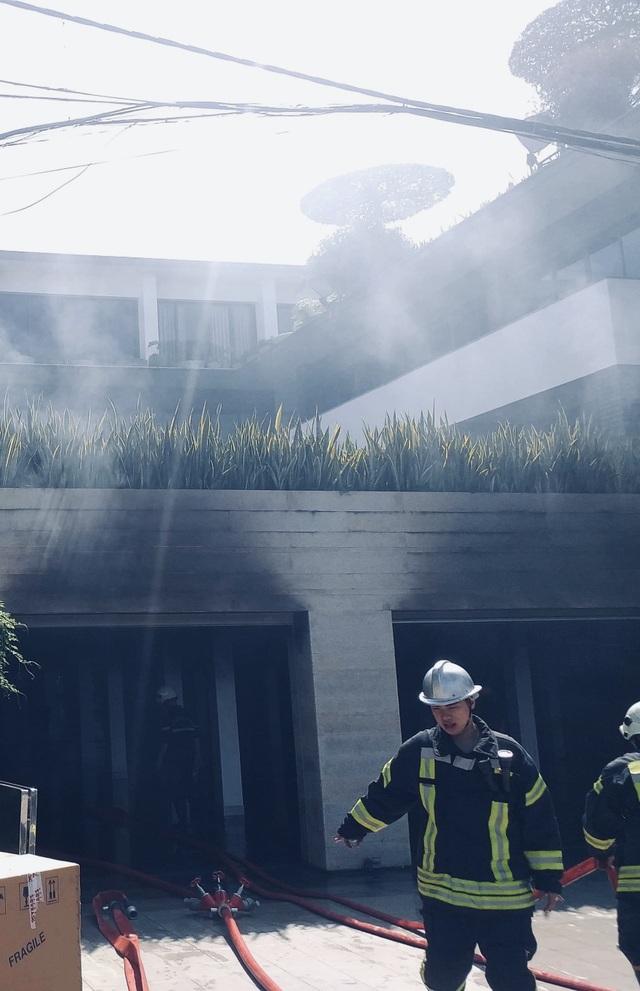 Cháy biệt thự của một đại gia bất động sản ở Đà Nẵng - 2