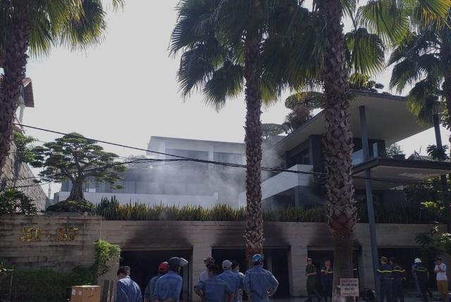 Cháy biệt thự của một đại gia bất động sản ở Đà Nẵng - 1