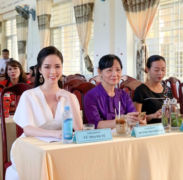 """Hoa khôi Thanh Tú xinh xắn làm giám khảo """"nét đẹp nhà giáo"""" - 5"""