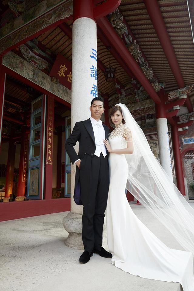 """Lâm Chí Linh diện váy cưới triệu đô, """"khóa môi"""" ông xã trong hôn lễ được chờ đợi - 7"""