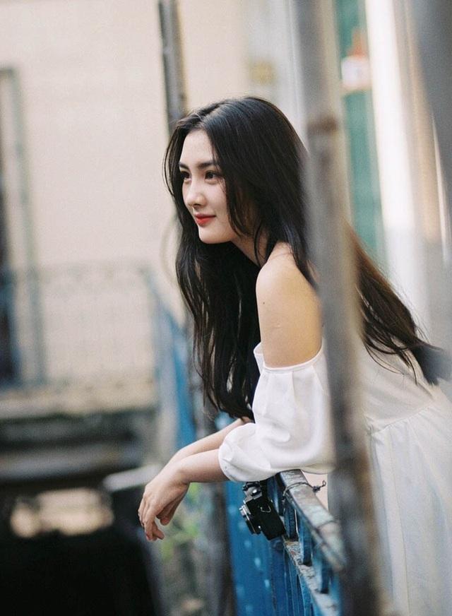 Nữ sinh ĐH Sài Gòn sở hữu nhan sắc khả ái đốn tim dân mạng - 1