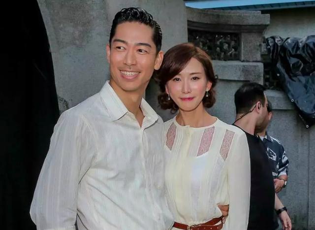 Lâm Chí Linh mặc váy cưới, tập luyện cho hôn lễ đặc biệt diễn ra vào hôm nay - 2