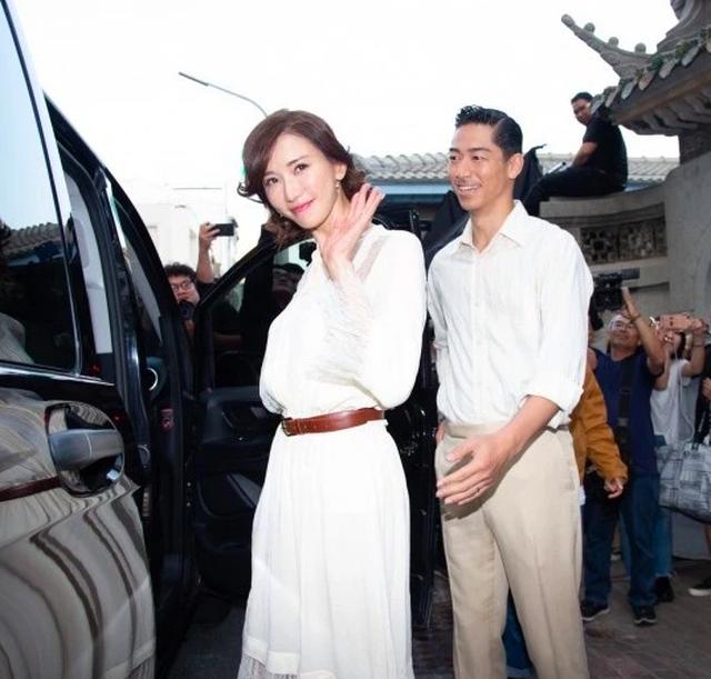 Lâm Chí Linh mặc váy cưới, tập luyện cho hôn lễ đặc biệt diễn ra vào hôm nay - 3