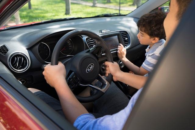 Kia Soluto: Xu hướng lựa chọn xe ô tô của gia đình trẻ - 4