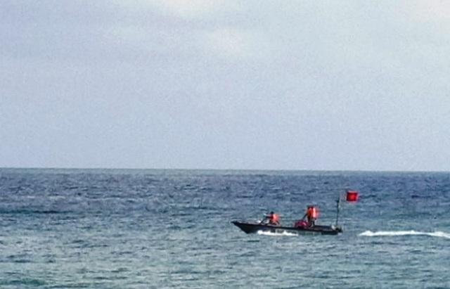 Nhóm học sinh lớp 8 bị sóng biển cuốn trôi, 3 người chết và mất tích - 1