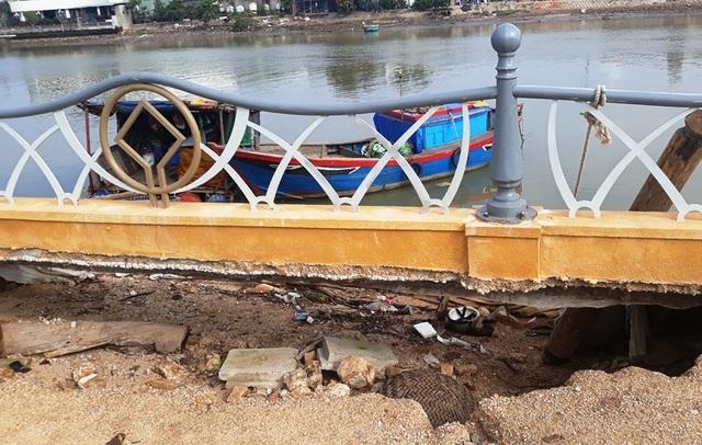 Cận cảnh kè sông gần 12 tỷ đồng chưa bàn giao đã bị sóng đánh tan nát - 5