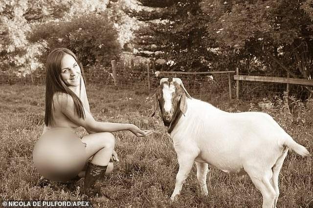 Vẻ đẹp của những cô nông dân chụp ảnh lịch khỏa thân làm từ thiện - 2