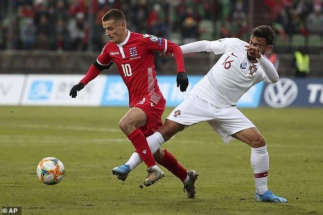 C.Ronaldo ghi bàn thứ 99, Bồ Đào Nha giành vé dự Euro 2020 - 5