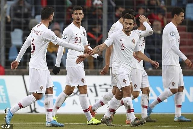 C.Ronaldo ghi bàn thứ 99, Bồ Đào Nha giành vé dự Euro 2020 - 8