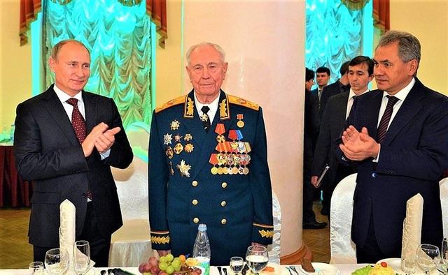 Vị nguyên soái Liên Xô cuối cùng được ông Putin tặng đồng hồ là ai? - 3