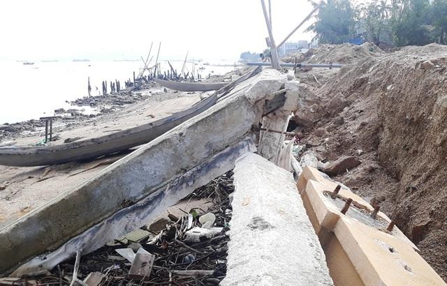 Cận cảnh kè sông gần 12 tỷ đồng chưa bàn giao đã bị sóng đánh tan nát - 4