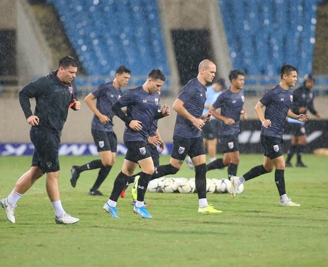 Đội tuyển Thái Lan đội mưa lạnh, lo lắng trước trận gặp Việt Nam - 7