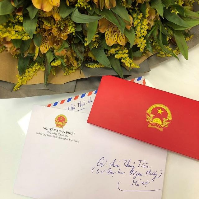 Thủ tướng gửi thư và hoa cho nữ sinh ĐH Ngoại thương bị ung thư vú - 1