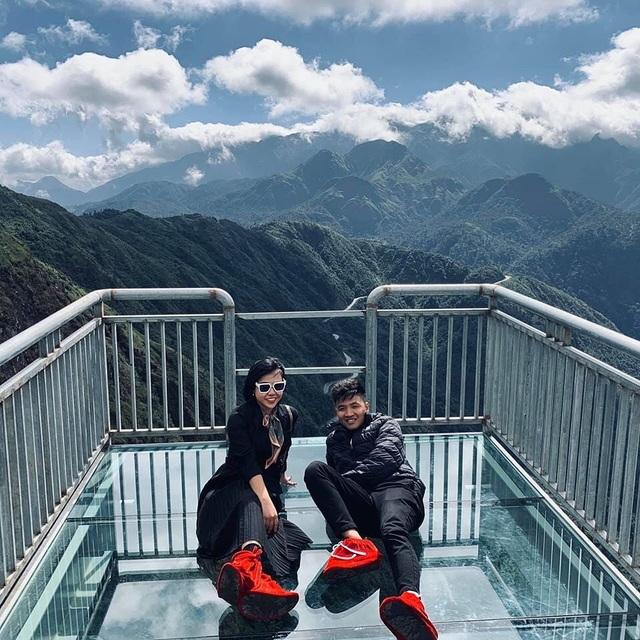 Du khách thích thú trải nghiệm cầu kính cao 500m, ngắm toàn cảnh Hoàng Liên Sơn - 4