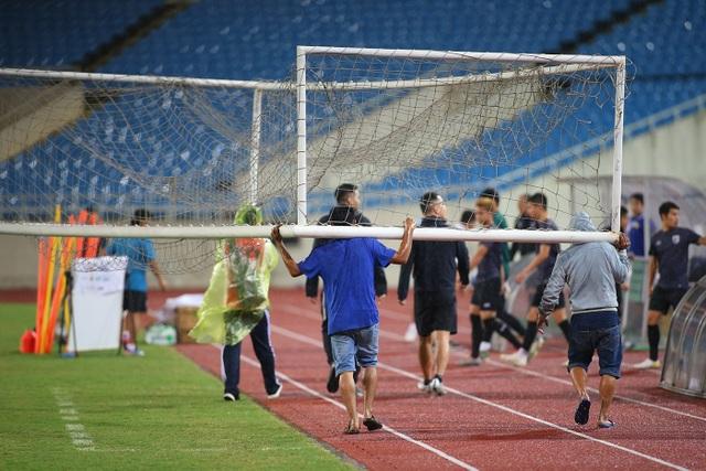 Đội tuyển Thái Lan đội mưa lạnh, lo lắng trước trận gặp Việt Nam - 1