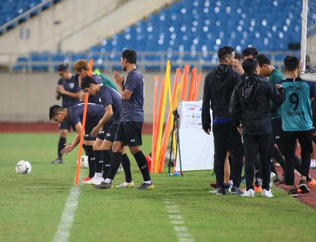 Đội tuyển Thái Lan đội mưa lạnh, lo lắng trước trận gặp Việt Nam - 2