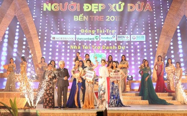 """Cô gái Bến Tre đoạt giải cao nhất cuộc thi """"Người đẹp xứ dừa"""" - 1"""