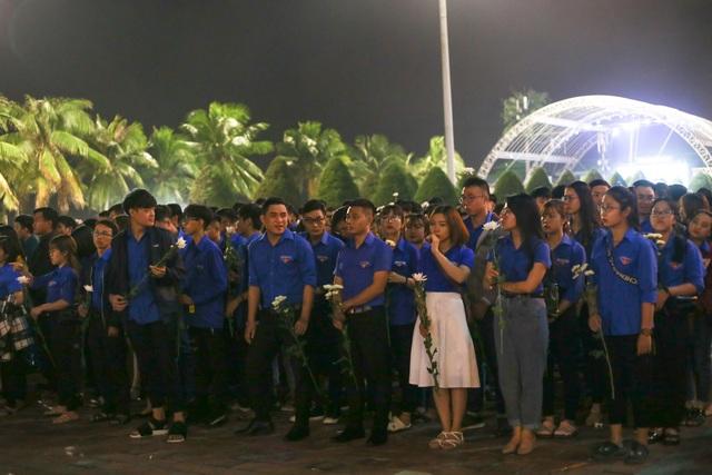 Đà Nẵng: Gần 1.000 bạn trẻ tưởng niệm các nạn nhân tử vong do tai nạn giao thông - 1