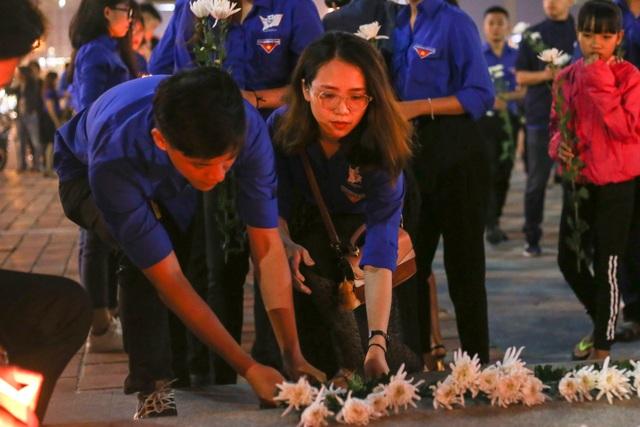 Đà Nẵng: Gần 1.000 bạn trẻ tưởng niệm các nạn nhân tử vong do tai nạn giao thông - 2
