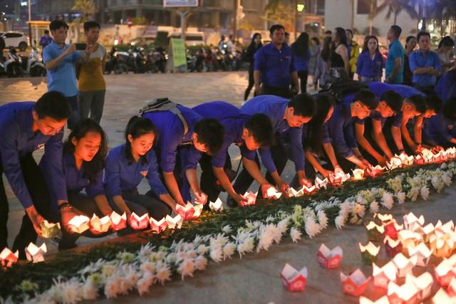 Đà Nẵng: Gần 1.000 bạn trẻ tưởng niệm các nạn nhân tử vong do tai nạn giao thông - 4