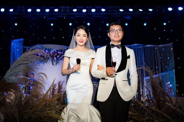 """Trọn vẹn ảnh cưới đẹp như mơ của """"BTV Thời sự trẻ nhất VTV"""" - 10"""