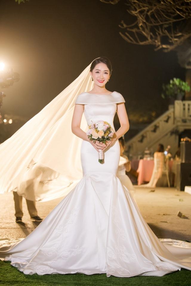 """Trọn vẹn ảnh cưới đẹp như mơ của """"BTV Thời sự trẻ nhất VTV"""" - 4"""