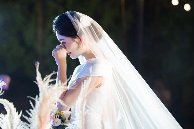 """Trọn vẹn ảnh cưới đẹp như mơ của """"BTV Thời sự trẻ nhất VTV"""" - 6"""