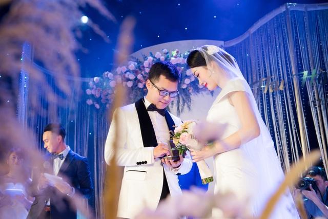 """Trọn vẹn ảnh cưới đẹp như mơ của """"BTV Thời sự trẻ nhất VTV"""" - 9"""