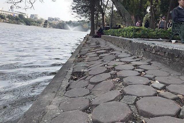 Hà Nội kè quanh hồ Hoàn Kiếm bằng những khối bê tông nặng 2 tấn - 1