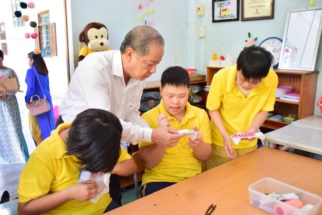 Chủ tịch tỉnh Thừa Thiên Huế thăm giáo viên lớp học tình thương - 5