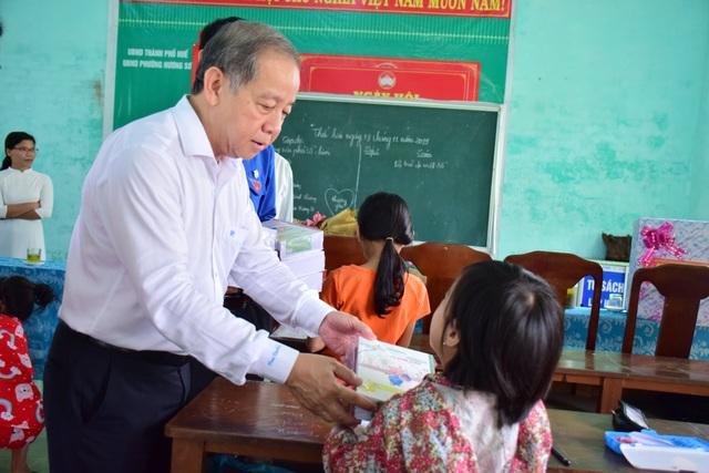Chủ tịch tỉnh Thừa Thiên Huế thăm giáo viên lớp học tình thương - 4