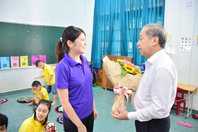 Chủ tịch tỉnh Thừa Thiên Huế thăm giáo viên lớp học tình thương - 7
