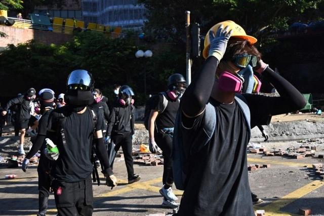 Tòa án Hong Kong bác lệnh cấm người biểu tình đeo khẩu trang - 1