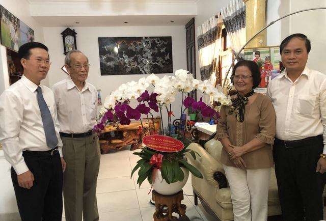 Ông Võ Văn Thưởng thăm hỏi nguyên Bộ trưởng Bộ GD-ĐT nhân ngày 20/11 - 1