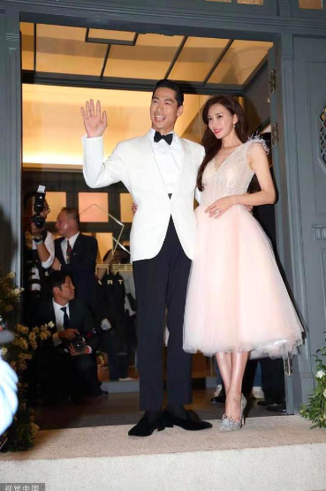 Lâm Chí Linh thay 5 chiếc váy trong hôn lễ được chờ đợi - 3