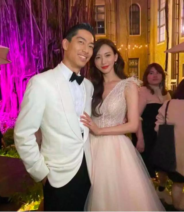 Lâm Chí Linh thay 5 chiếc váy trong hôn lễ được chờ đợi - 4