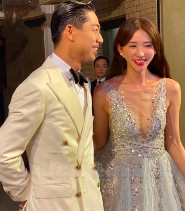 Lâm Chí Linh thay 5 chiếc váy trong hôn lễ được chờ đợi - 6