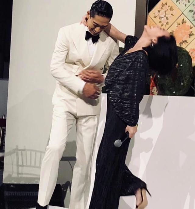 Lâm Chí Linh thay 5 chiếc váy trong hôn lễ được chờ đợi - 10